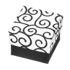 Šperky eshop - Darčeková krabička na prsteň - čiernobiela kocka s ornamentami Y28.6