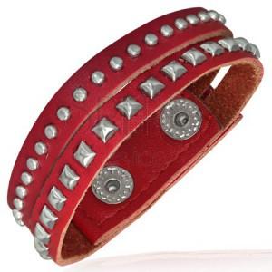Červený vybíjaný náramok z kože - polgule a pyramídky