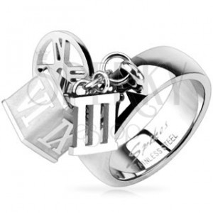Oceľový prsteň s príveskom kocky, obruče, rímskej číslice tri