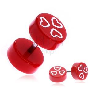 Akrylový fake plug s bielymi srdciami na červenom podklade