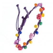 Náramok z pletených šnúrok - fialový s kvietkami, korálky