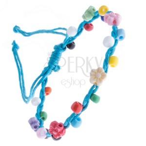 Šnúrkový náramok - svetlomodrý, farebné korálky a kvietky