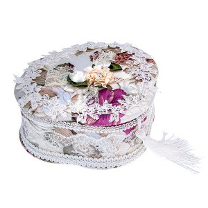 Šperkovnica trojlístok - biela s kvetmi, čipkou a brmbolcom