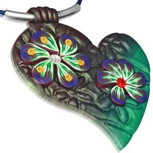 Náhrdelník z FIMO hmoty - modrá šnúrka, zelené srdce a kvety