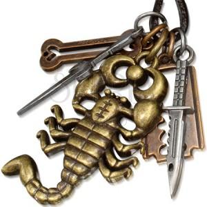 Šnúrkový náhrdelník z kože, kovové prívesky, škorpión, nôž