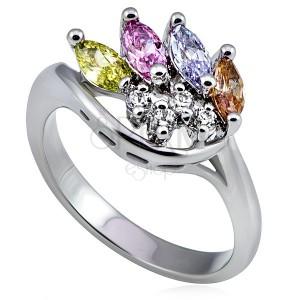 Kovový prsteň v striebornom prevedení, korunka z farebných a čírych zirkónov