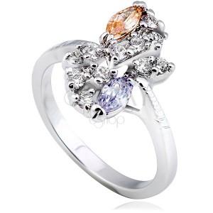 Lesklý prsteň z kovu - strieborná farba, kvet, farebné zirkóny v diagonále