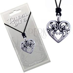 Šnúrkový náhrdelník - lesklý kovový prívesok, srdce s ornamentmi