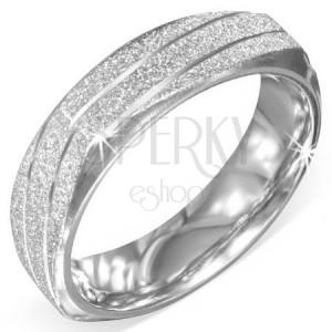 Štvorhranný prsteň z ocele - striebornej farby, pieskovaný, šikmé zárezy