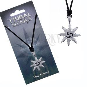 Čierna šnúrka na krk a kovová hviezda so špirálami