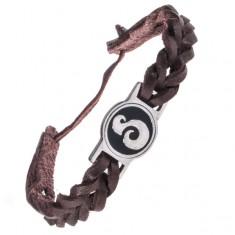 Šperky eshop - Tmavohnedý kožený náramok - okrúhla známka, esovitý ornament AC3.01