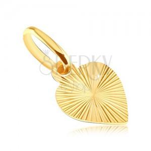 Plochý prívesok zo zlata 14K - plné srdce s gravírovanými lúčmi