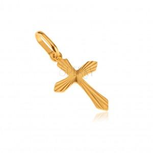 Zlatý 14K prívesok - plochý latinský kríž, lesklé lúčovité ryhovanie
