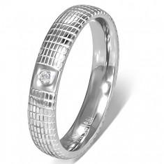Strieborný oceľový prsteň s čírym kamienkom a mriežkou
