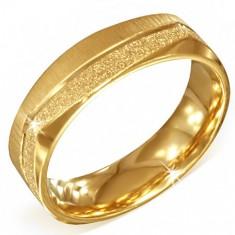 Hranatý zlatý oceľový prsteň - pieskovaný a saténový pás