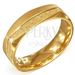Hranatý oceľový prsteň zlatej farby - pieskovaný a saténový pás