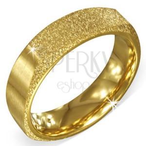 Hranatý pieskovaný prsteň zlatej farby z ocele s dvomi matnými stranami