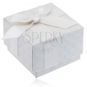 Lesklá krémová vzorovaná krabička na prsteň s mašľou a stuhou