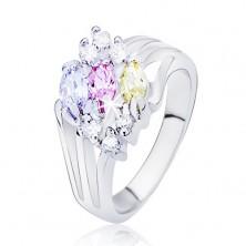 Lesklý prsteň striebornej farby, rozvetvené ramená s farebnými oválnymi zirkónmi