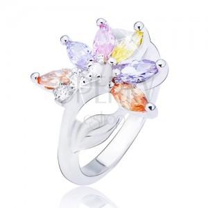 Lesklý oceľový prsteň, striebornej farby, kvet s farebnými zirkónovými lupeňmi