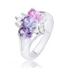 Lesklý prsteň s rozdvojenými ramenami, farebné zirkóny v rade