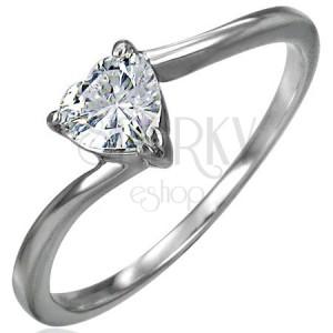 Zásnubný oceľový prsteň, zirkónové srdiečko čírej farby, úzke zahnuté ramená