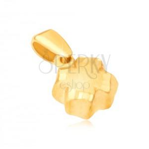 Prívesok v žltom 14K zlate - 3D štvorlístok, saténový povrch, ryhované okraje