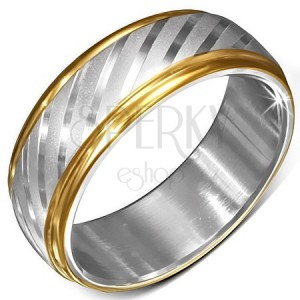 Oceľový prsteň s okrajmi zlatej farby a saténovými diagonálnymi pásmi