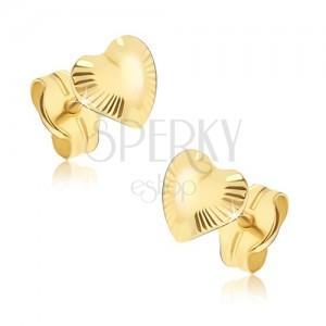 Ligotavé zlaté náušnice 585 - nepravidelné srdiečka, lúčovité ryhovanie