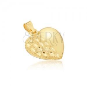 Zlatý prívesok 585 - priestorové pravidelné srdce, ozdobne gravírovaná polovica