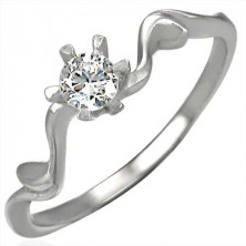 Snubný prsteň s krásne uchyteným zirkónom