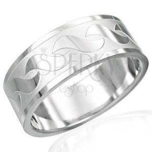 Prsteň z chirurgickej ocele s lesklými vzormi v tvare S
