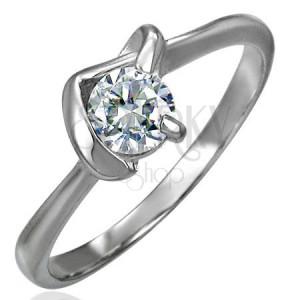 Snubný prsteň s véčkovým úchytom