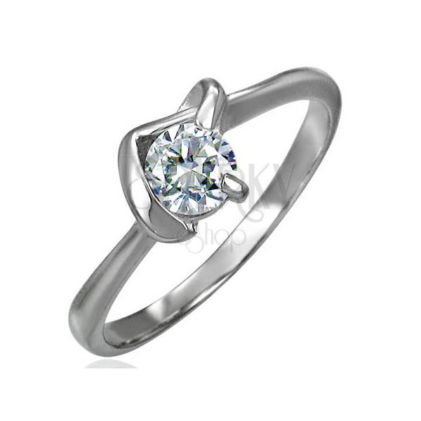 Snubný prsteň z chirurgickej ocele s véčkovým úchytom a čírym zirkónom