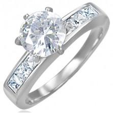 Snubný oceľový prsteň s vystupujúcim stredovým zirkónom