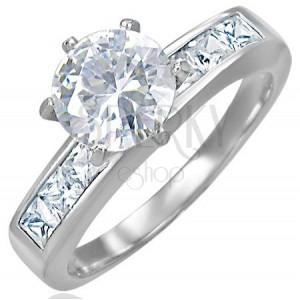 Snubný prsteň s vystupujúcim stredovým zirkónom