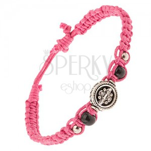 Pletený ružový remienok zo šnúrok, korálky a kruhová ozdoba