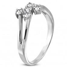 Oceľový prsteň striebornej farby s piatimi čírymi zirkónmi