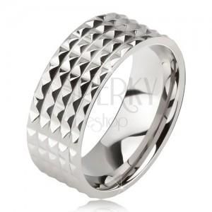 Lesklý oceľový prsteň - obrúčka striebornej farby, drobné ligotavé pyramídy