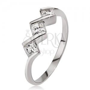 Strieborný prsteň 925, tri číre štvorcové kamienky