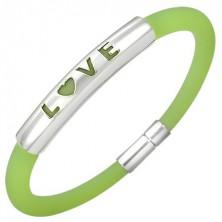 Gumový náramok v zelenom odtieni - kovová známka s nápisom LOVE