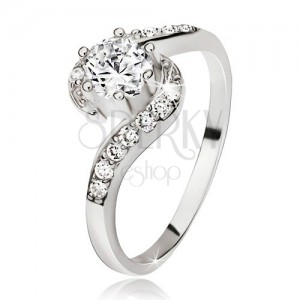 Strieborný prsteň 925, zvlnené zirkónové ramená, okrúhly číry kamienok