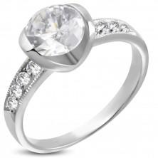 Zásnubný prsteň z chirurgickej ocele s veľkým a ôsmimi malými zirkónmi