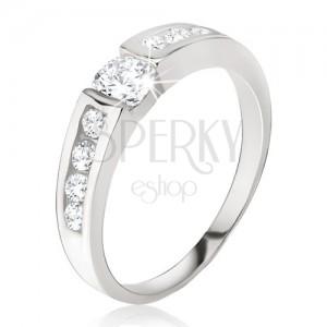 Strieborný prsteň 925 - číry zirkón v kotlíku, drobné kamienky na ramenách