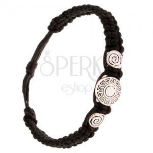 Čierny pletený náramok, tri známky, grécky kľúč, špirála