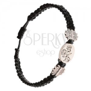 Čierny pletený šnúrkový náramok, oválna známka s kvetmi