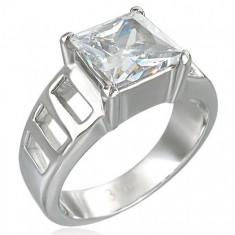 Šperky eshop - Zásnubný prsteň z veľkým štvorcovým zirkónom a šiestimi otvormi D18.13 - Veľkosť: 51 mm