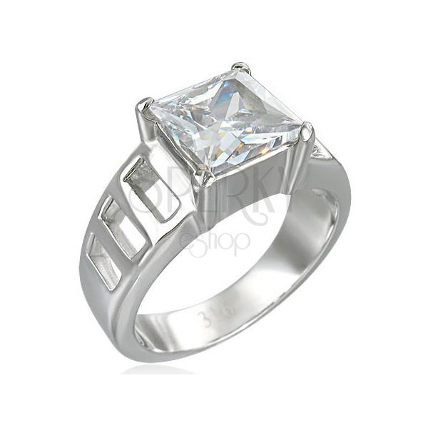 Zásnubný prsteň z veľkým štvorcovým zirkónom a šiestimi otvormi