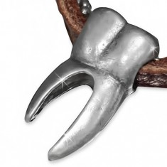 Šperky eshop - Kožený náhrdelník - hnedý pruh, armádna retiazka, črenový zub S43.21