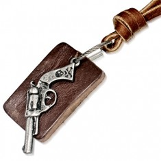 Kožený náhrdelník - kávovohnedý pruh, obdĺžníková známka, revolver